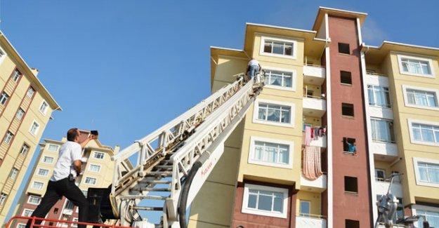 Aksaray'da 8 katlı binada yangın paniği
