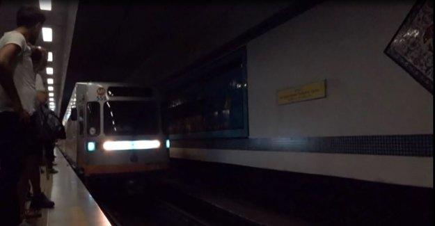 Metro seferleri aksadı
