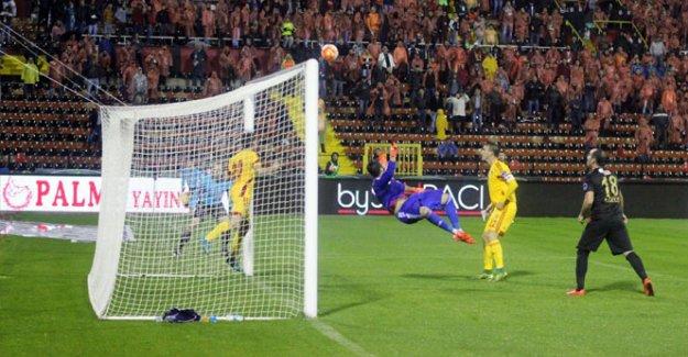 Furkan Kayserispor'u iki defa ipten aldı