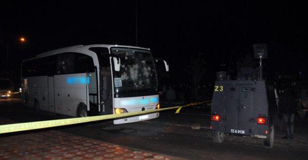 Yolcu otobüsünün altında kalan genç hayatını kaybetti