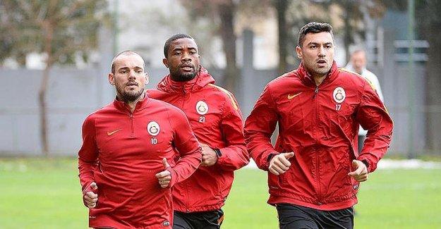 Galatasaray'da Sneijder ve Burak Yılmaz çalışmalara başladı