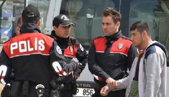 Polisten kaçan 2 şüphelide uyuşturucu ele geçirildi