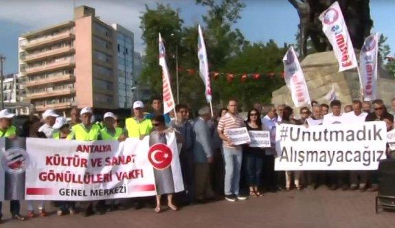 Birleşik Kamu-İş Cumhuriyet Meydanı'nda terör saldırılarını protesto etti
