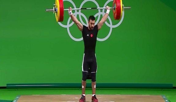 İsmayilov toplamda 351 kilo kaldırarak gümüş madalya kazandı