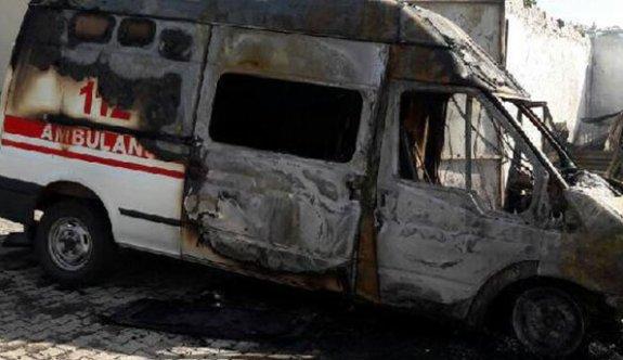 PKK'lılar ambulansları yakıp kaçtı