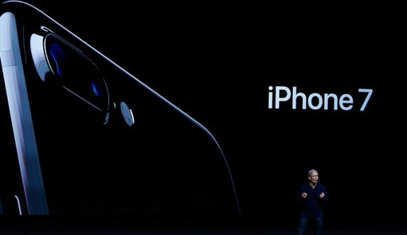 Apple iPhone 7'yi tanıttı