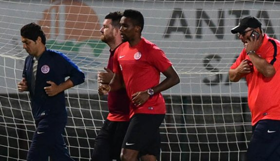 Eto'o antrenmanda, Antalyaspor maçta