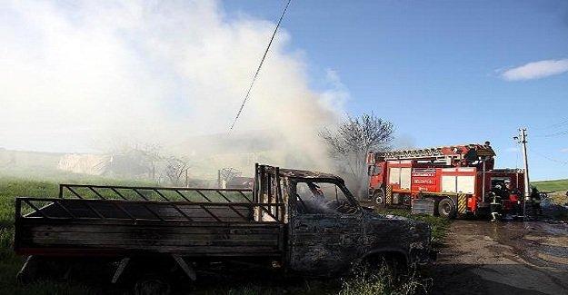 Hurdadan çıkan alevler evi ve aracı yaktı