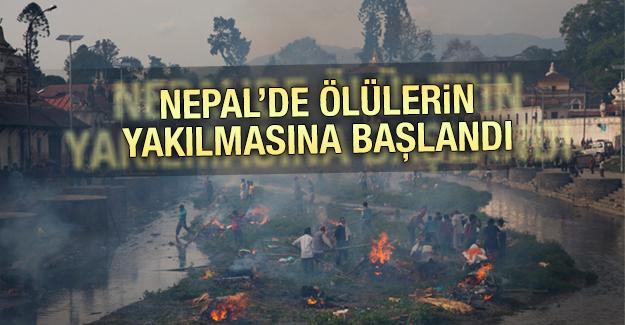 Nepal'de ölülerin yakılmasına başlandı