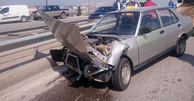 Otomobil bariyerlere girdi: 1 yaralı