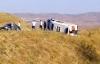 Ambulans köy yolunda devrildi